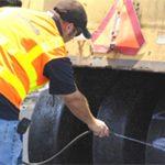 Os líquidos antiaderentes certos aumentam a vida útil dos pneus de rolos compactadores e protegem o meio ambiente.
